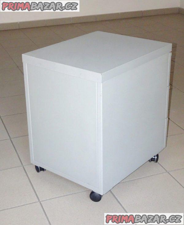 Moderní,  kovový kancelářský kontejner.